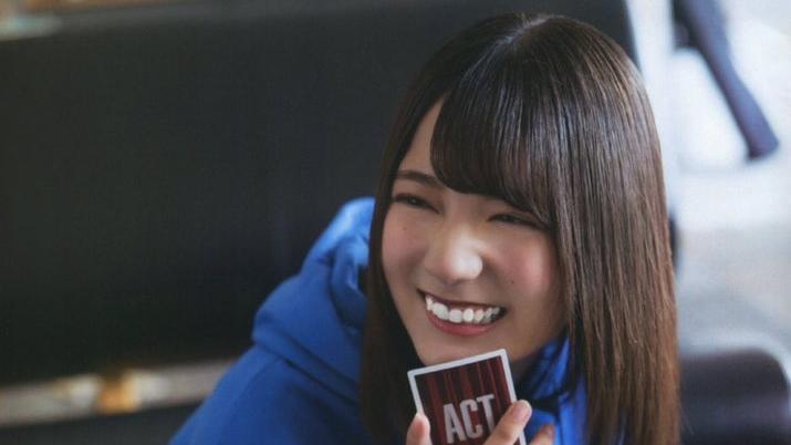 【悲報】日向坂エース小坂菜緒さん、新春ライブもシんだ顔でパフォーマンス…